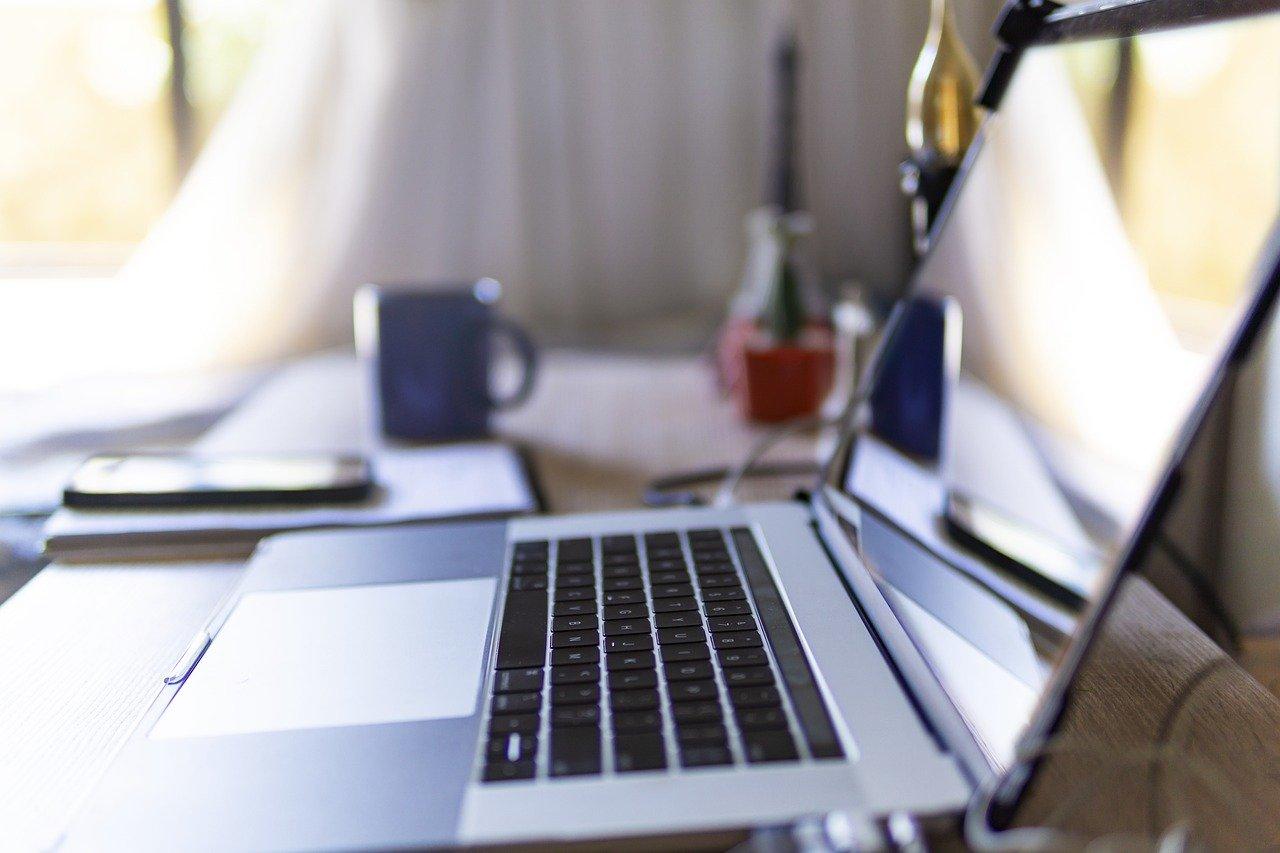 Laptop Desk Home Video Conference  - JoshuaWoroniecki / Pixabay