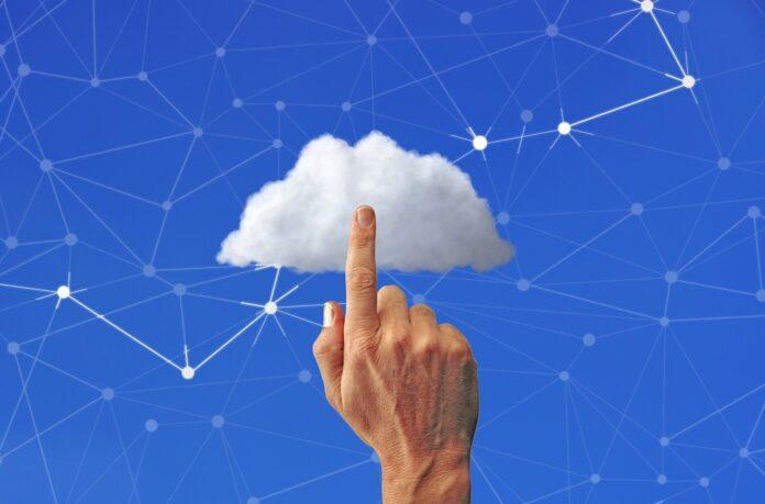 Cloud Network Finger  - Tumisu / Pixabay